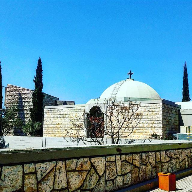 Hi 💙 church lebanon lebanese respect einsaade blue sky bluesky noclouds... (Ain Saadeh)