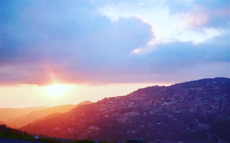 هل دفعت بك الانانية إلى الحدّ الذي يخوّلك أن تصنع إكسير الحبّ خوفاً من أن ت (Beit Ed-Deen, Mont-Liban, Lebanon)