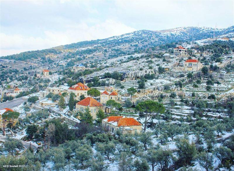 tb hardine old lebanese traditional village architecture snow ... (Hardîne, Liban-Nord, Lebanon)