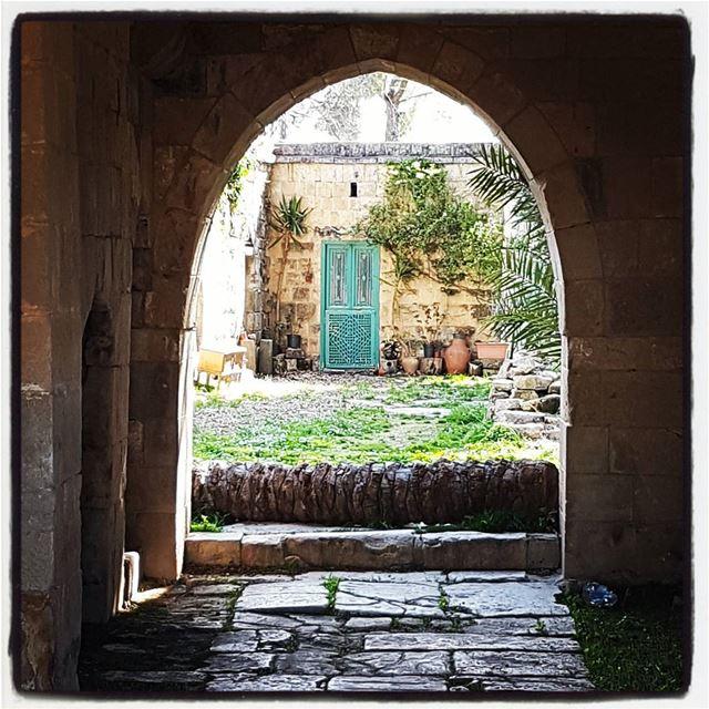 The green door inside the palace of Baadaran tourlebanon tourleb ... (Baadarâne, Mont-Liban, Lebanon)