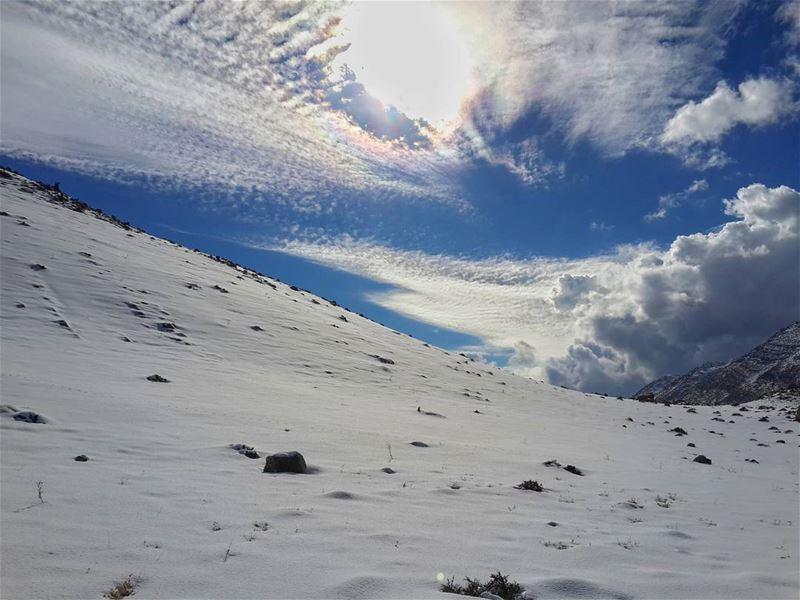 اذا اردت ان تمتلك العالم،،، ارفضه بكل ما فيه📷 جبل_الشيخ hasbaya ... (جبل الشيخ)