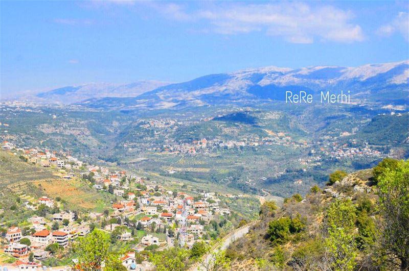 ضحايا الخيبات نحن...خيبة وراء خيبة لنصل الى الحقيقة حقيقة أن الأمل كذبة كذ (Mazra`At Ash Shuf, Mont-Liban, Lebanon)