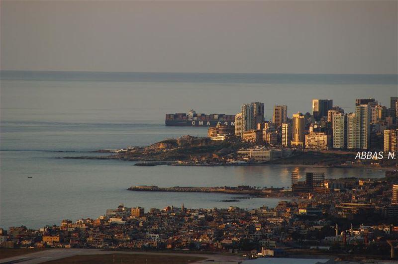 هيك هيك الاضراب ماشي، و الدرس مش ماشي🤷🏼♀️ let's take some shots📷... (Beirut, Lebanon)