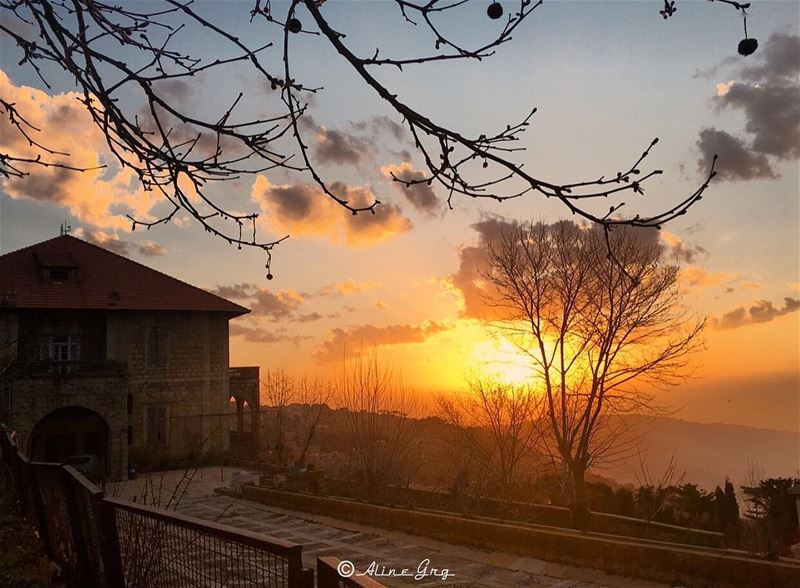 ... هروب و غروب sawfar sunset nature photooftheday caption ... (Sawfar, Mont-Liban, Lebanon)