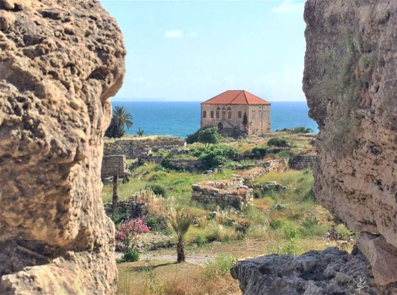 🇧 🇾 🇧 🇱 🇴 🇸 🇱 🇴 🇺 🇪 (Byblos, Lebanon)