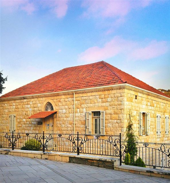 Beautiful lebanese house in Zouk 😍 lebanon nature naturelovers ... (Zouk Mosbeh)