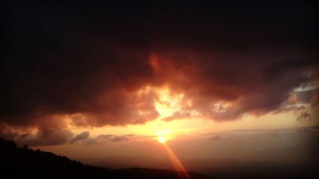 sunset clouds sky horizon nature majesticsunset horrormovie ghosts... (Barhalioun, Liban-Nord, Lebanon)