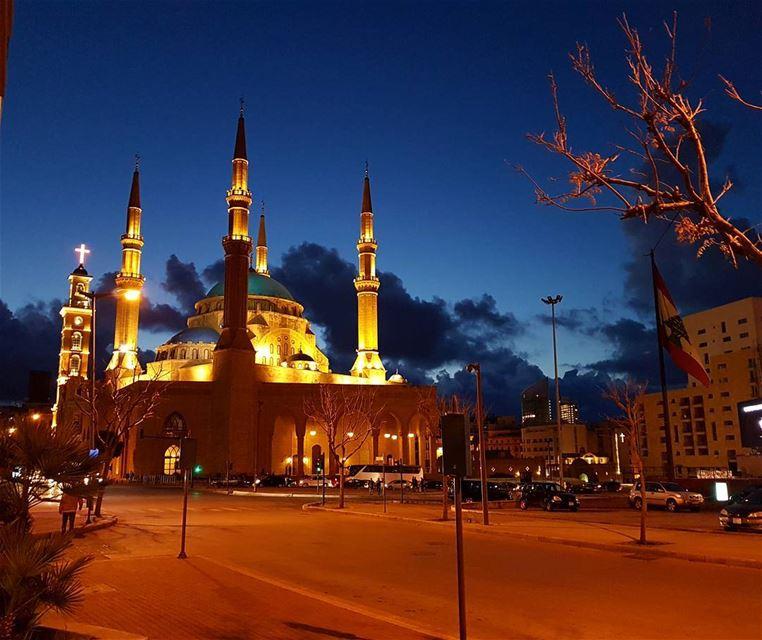 Goodevening igers❤❤❤ view mosque cross church darkclouds sky ... (Beirut, Lebanon)