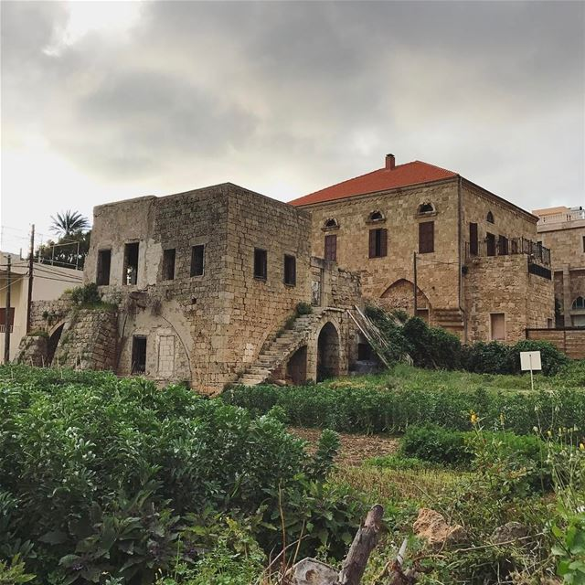 Old is beautiful 🏡... lebanon instagood tradional house mountains...