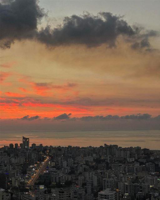Happy ending• whatsuplebanon insta_lebanon lebanonspotlights ... (Joünié)