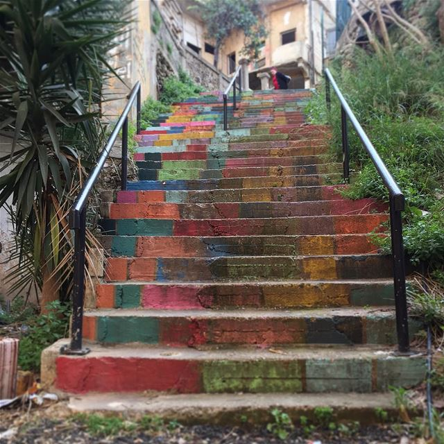 A walk through the streets of Beirut reveals its hidden stairs ... (Achrafieh, Lebanon)