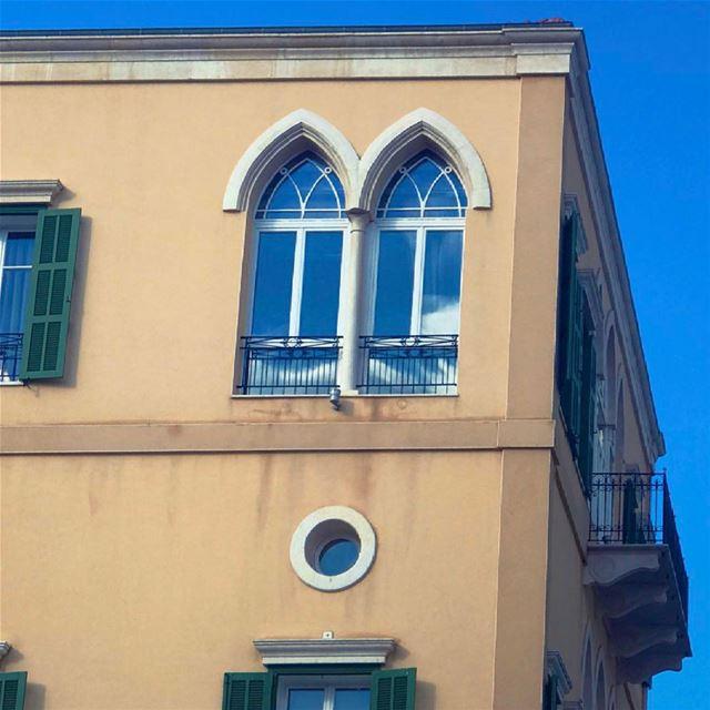 وعلى خدود إزاز الدرفِ تركت البوسي سهراني... بيروت beirut lebanon window... (Beirut, Lebanon)