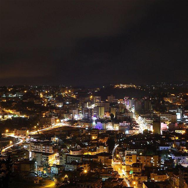 Nabatieh at night ✨🌃 nabatieh livelovenabatiyeh night nightphotography... (Nabatîyé)