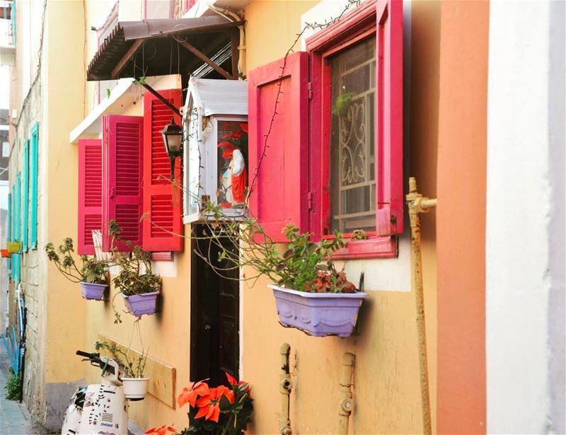 Tyr, Lebanon tyr lebanon lebnen tyrlebanon travel travelphotography ... (Tyre, Lebanon)