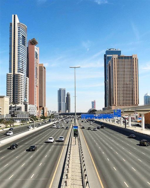 ... off-peak hours 🚘------.. photography  photooftheday  photos ... (Sheikh Zayed Road Dubai)