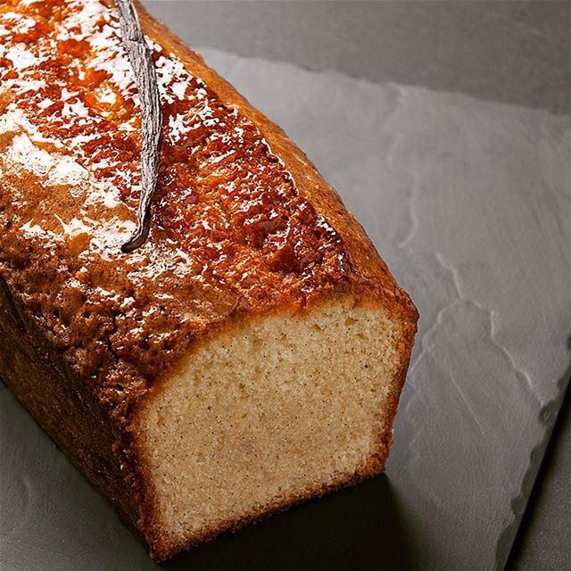 Cake à la vanille de Tahiti 😋😋 livelovefood livelovebeirut beirut ...