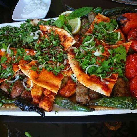 Шашлыки и кебаб под ливанским хлебом с соусом-салатом.кто что нашел на таре (Tripoli, Lebanon)