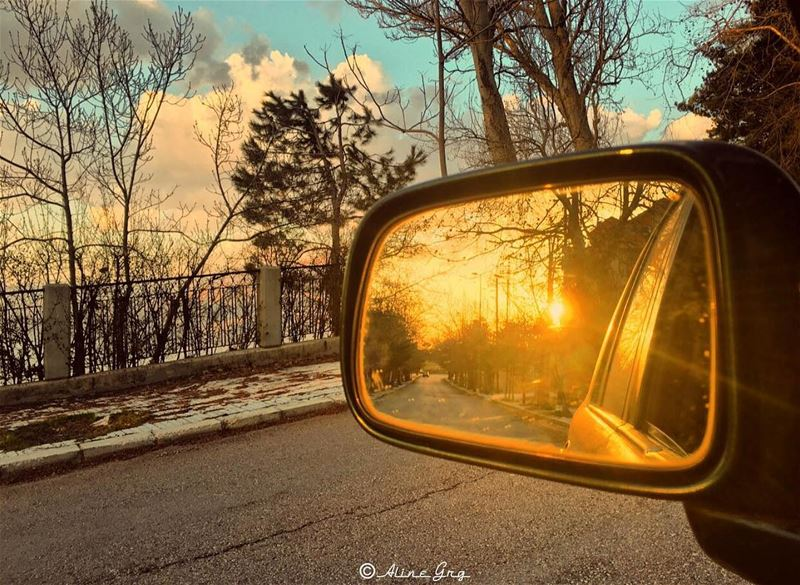 بعكس الغُروب .. sunset reflection mirror car road sawfar spring ... (كورنيش صوفر)