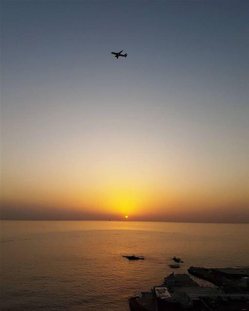 ... synchronized touchdown 🌅✈------.. Lebanon_HDR Ливан Бейрут ... (Beirut, Lebanon)