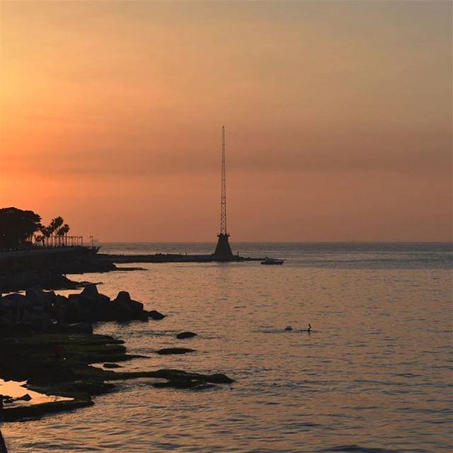 غروب بيروت whatsuplebanon ig_lebanon loves_lebanon insta_lebanon ... (Corniche Manara Beyrouth)