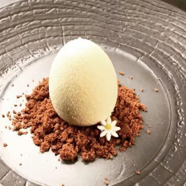 Découpe de l'œuf du gâteau de Pâques ! 😋😋 Mousseux mascarpone vanille de...