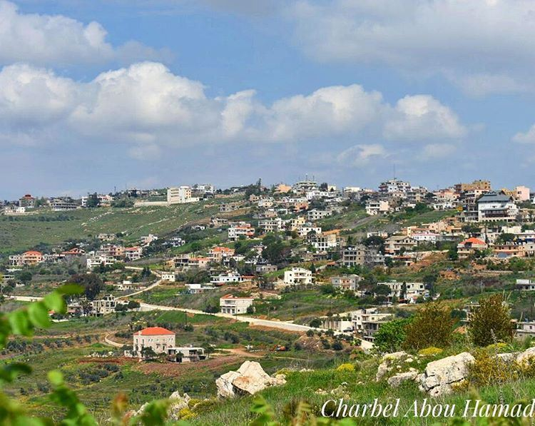 هيدي الأرض من تعب جدودنا ورح تستمر لاولادنا . whatsuplebanon ig_lebanon ... (El Qlaïaâ, Al Janub, Lebanon)
