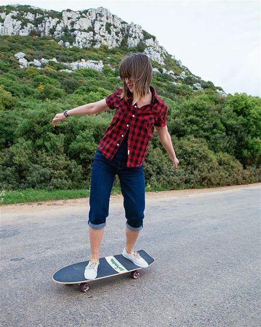 Surfing the coastline of north Lebanon 🏄🏻♀️ surfskate skateboard ... (Batroûn)