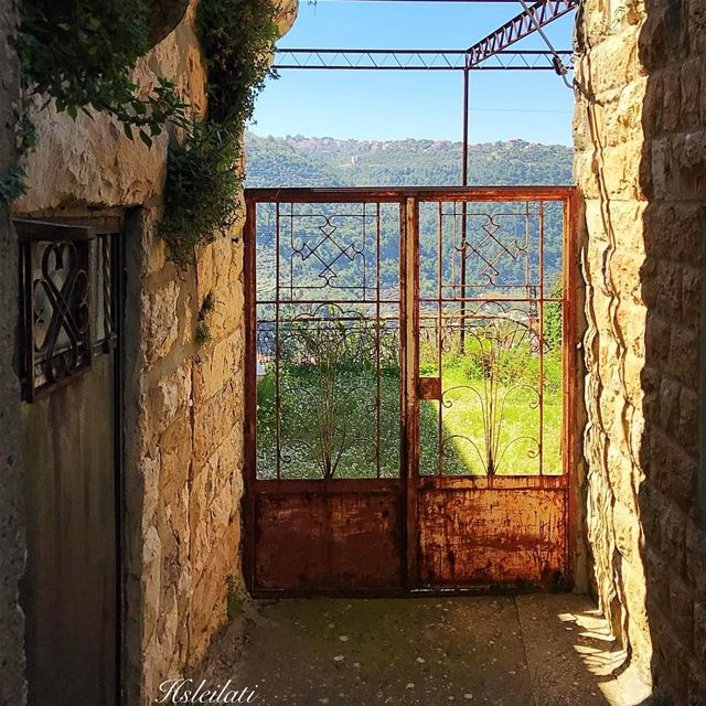 Beautiful weekend coming ahead💞don't forget to visit the museums tonight � (Deïr El Qamar, Mont-Liban, Lebanon)