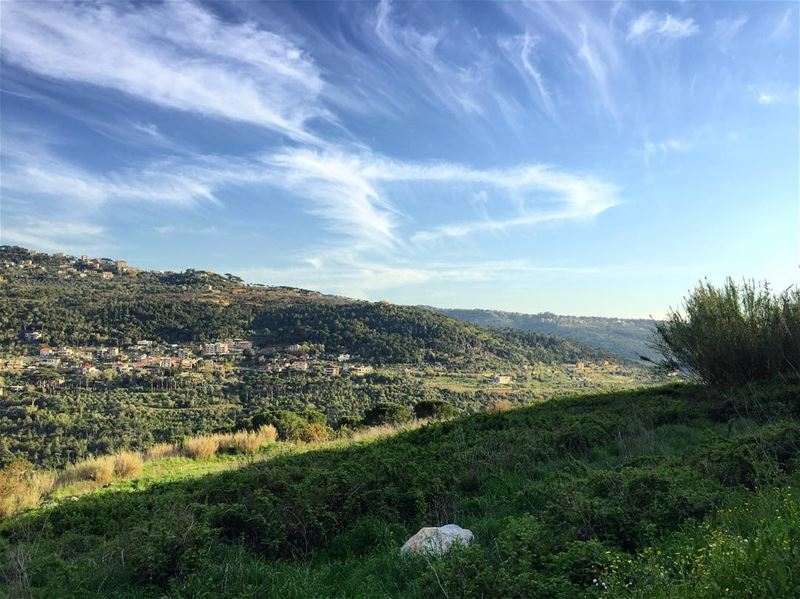 Mountain view 🌿 a7labaladbil3alam photo love photography iphone me ... (Baabdâte, Mont-Liban, Lebanon)