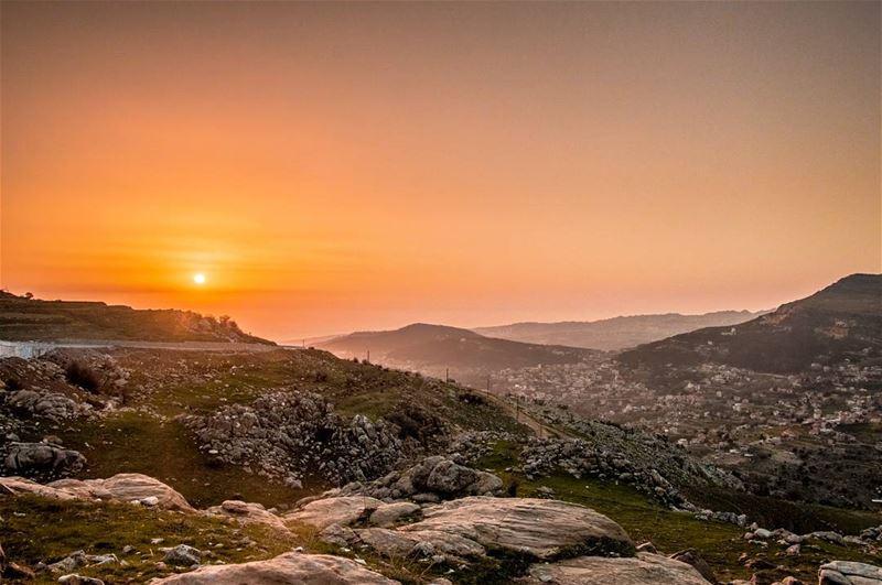 🌄🌄..... sunset hdr hdrphotography nikon mynikonmystory sun golden... (Mount Sannine)