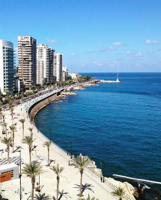 Desejando a vocês uma ótima semana com esta linda vista de Beirute 🇱🇧... (Beirut, Lebanon)