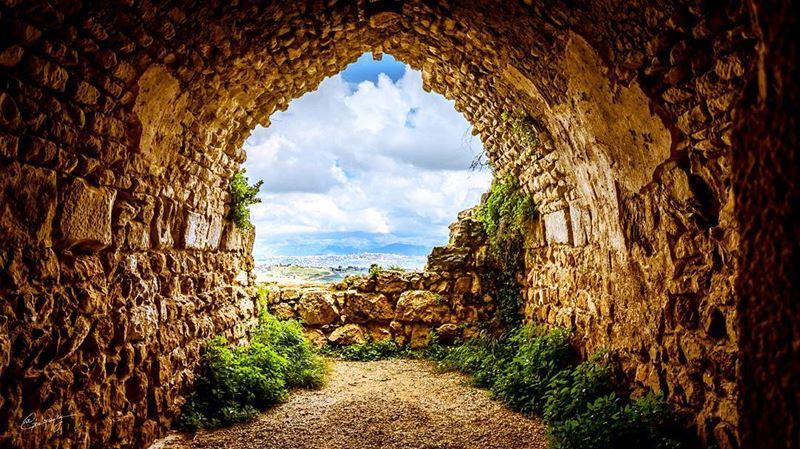 Peaking south lebanon plain green nature castle snapshot photo ... (Beaufort Castle, Lebanon)