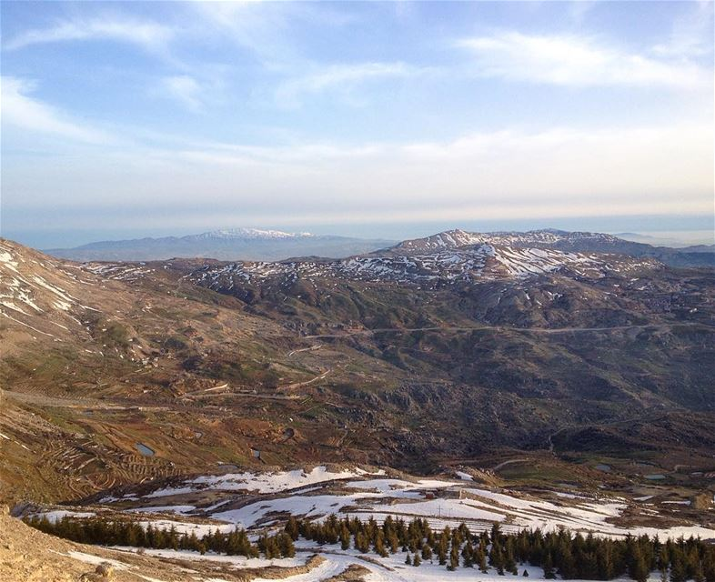 From peak2peak..Somewhere I belong.. 🏔🌏 sannine mzaar kneise zaarour... (Sannin, Mont-Liban, Lebanon)