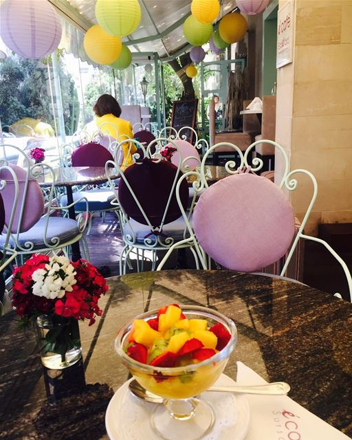 afternoon snack fruits fruitsalad healthy foodie foodphotography... (Écafé Sursock)