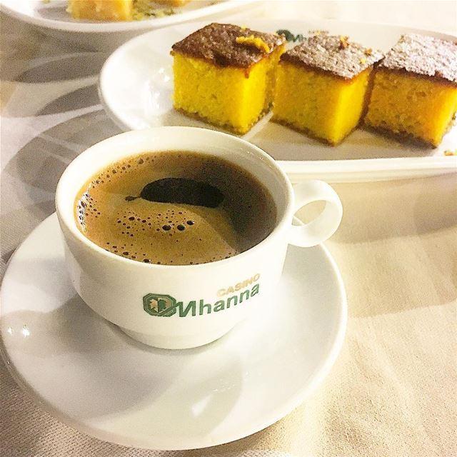 حتى لو كانت قهوة المساء مره ، لكن تطغى على مرارها حلاوة من يشاركنا احتساءه (Mhanna Sur Mer)