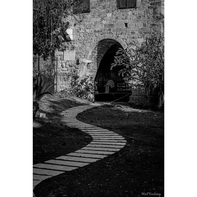 bnw  path  door  castle  blackandwhite  tree  street  photography ... (Byblos - Jbeil)