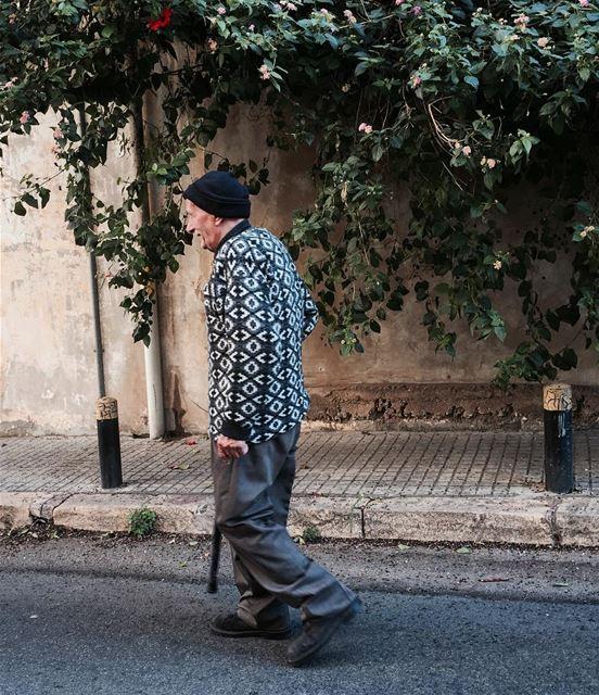 @imjustpassing 👴🏻 .......... oldman onthestreets walk ... (Achrafieh - Mar Mikhael)