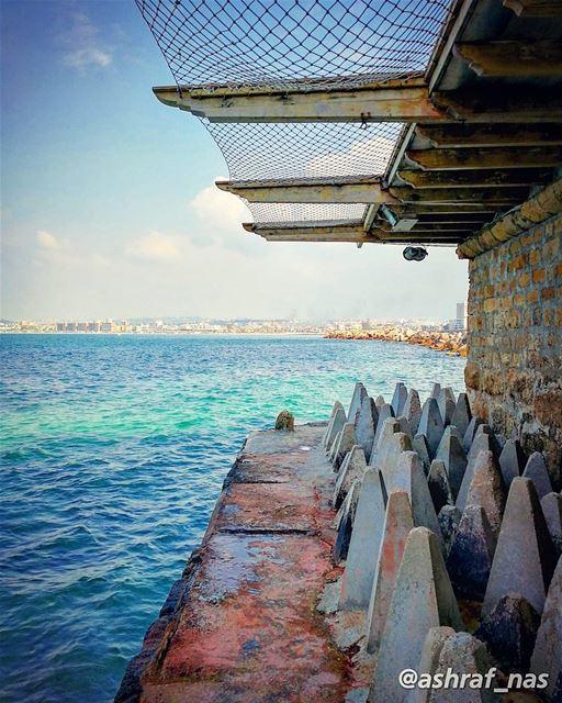 شايف البحر شو كبيركبر البحر بحبك...شايف السما شو بعيدةبعد السما بحبك...... (Tyre, Lebanon)
