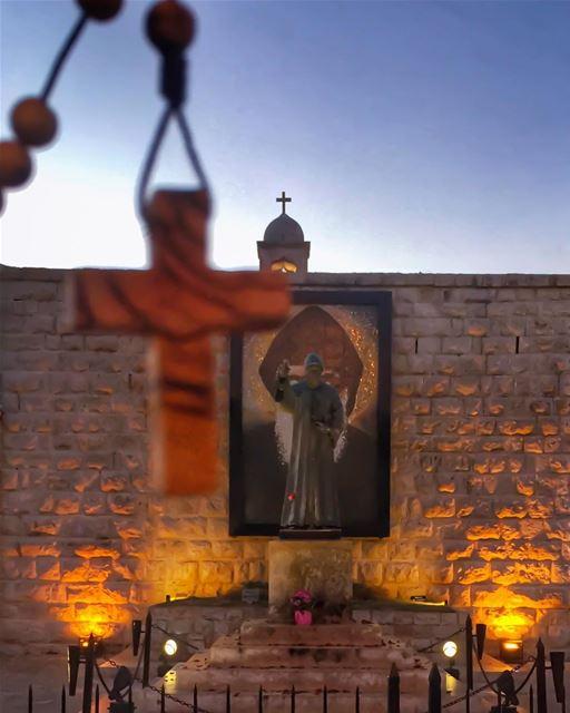 الصليب هو مفتاح باب السماء - مار شربل ... (St Charbel Aanaya)