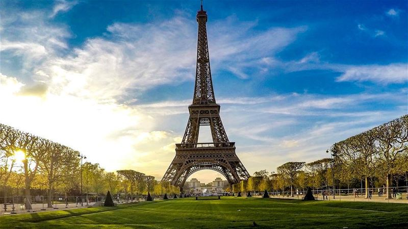 Morning 🌼🌸🌷 france france🇫🇷 paris paris🇫🇷 toureiffel ... (Champ de Mars)