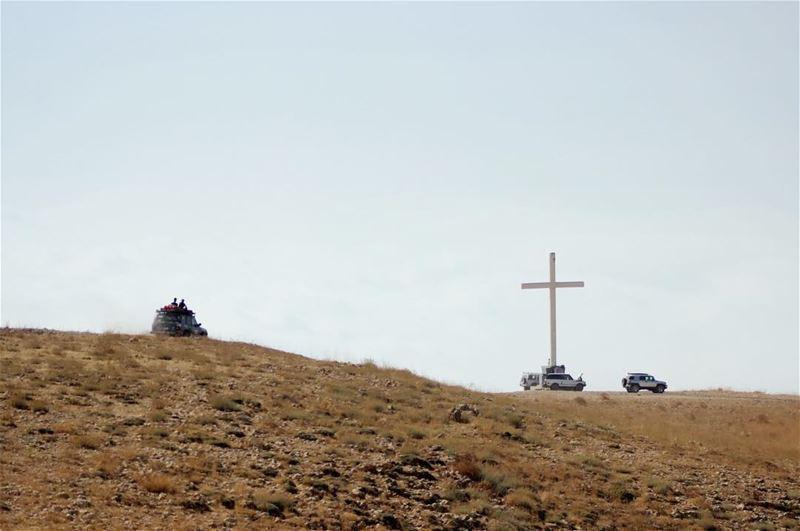👑تألم ومات وقبر وقام في اليوم الثالثالمسيح حقا قام ونحن شهود على ذلك...