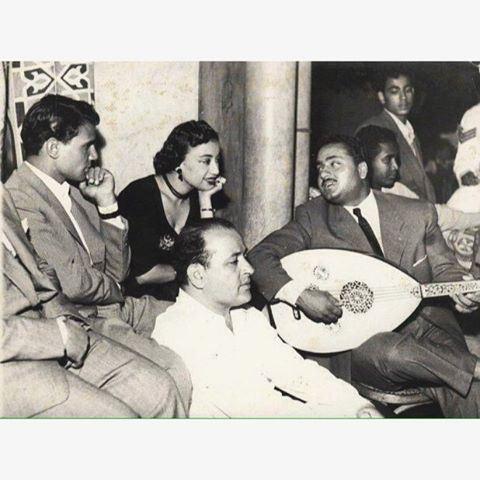 المطربة الكبيرة السيدة نجاح سلام وبجانبها عبد الحليم حافظ ،
