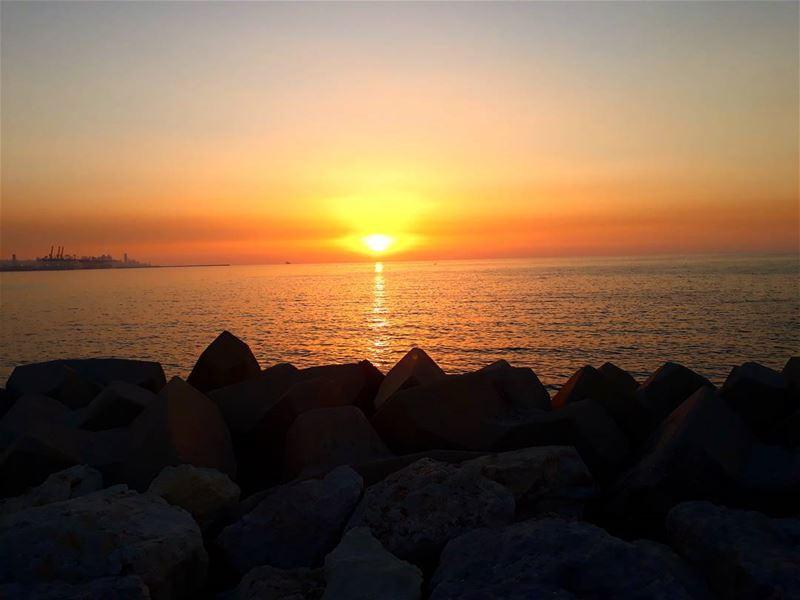 goodeveningworld dbaye marina sunset horizon skyporn goldenhour ... (Marina Dbaye)