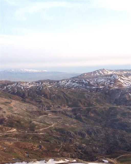 Kif tlo3et?? Tlo3et khashab ! @elieofficial @peak2peaklb hike @livelovesan (Mount Sannine)