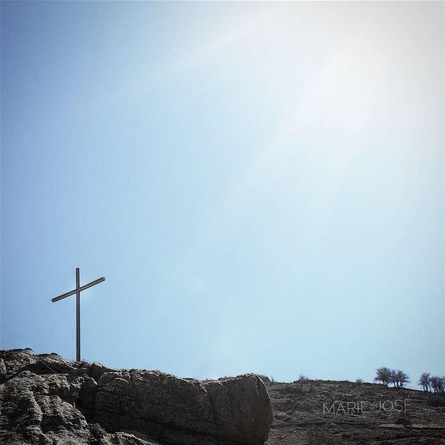 ... لو كان صليبك انهى قصة حبك لا ما كنت الان حيا اهتف 💒❤ المسيح قام