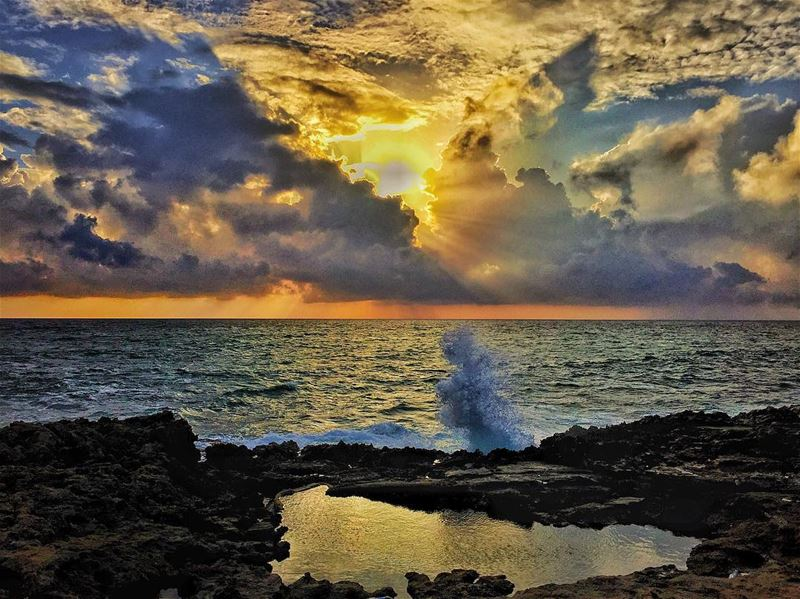 Cloudy with a chance of  sunset batroun ... (Batroûn)