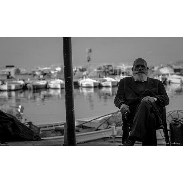 bnw man sitting portrait blackandwhite portraitmood street ... (Tyre, Lebanon)