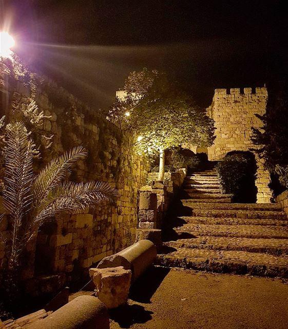 Light my way! loves_lebanon super_lebanon ig_lebanon lebanonbyalocal... (Old Souk- Jbeil)