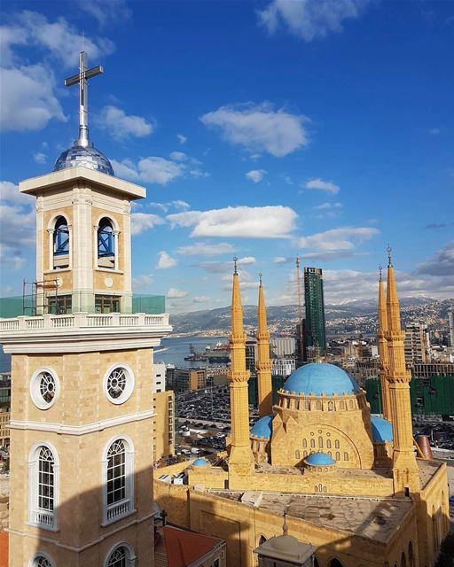 Desejando Feliz Páscoa aos amigos e seguidores com esta vista espetacular... (St. George Maronite Cathedral, Beirut)