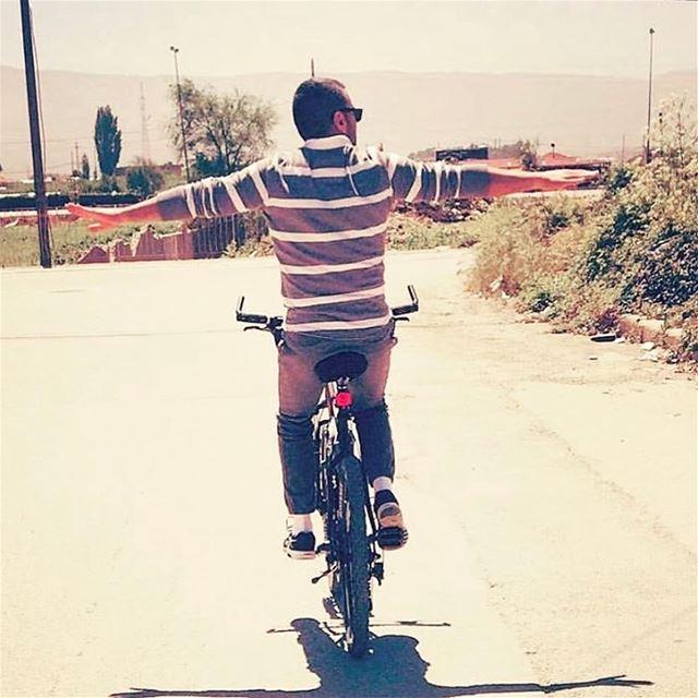 """""""La vie, c'est comme une bicyclette, il faut avancer pour ne pas perdre l'é"""